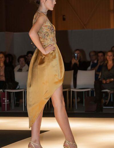 Carlos Forcen vestido oro